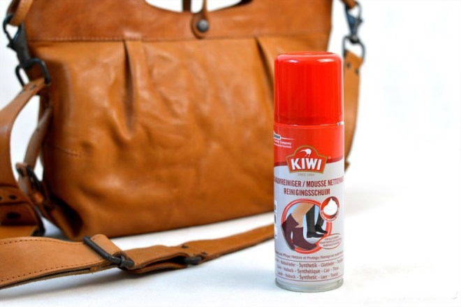 Reinigungsschaum Ledertasche Handtasche pflegen