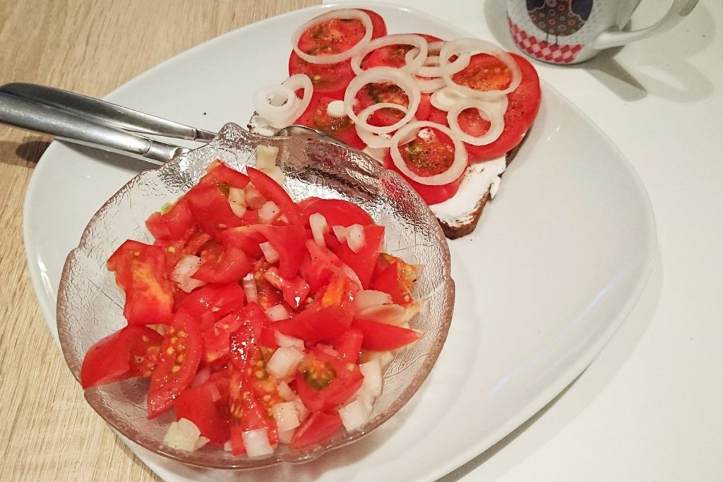 HCG Diaet Tagebuch Stoffwechselkur Eiweissbrot mit Tomatensalat Vorstadtleben Lifestyle Blog Hannover