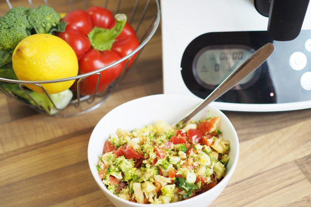 kuechenmaschine mit kochfunktion medion md 16361 brokkolisalat