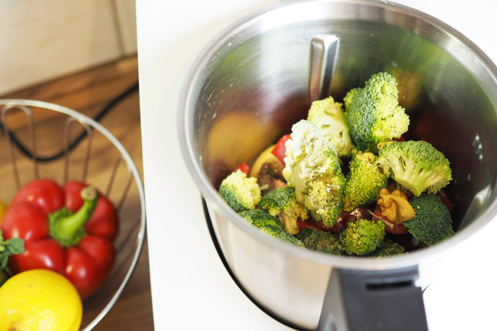 kuechenmaschine mit kochfunktion medion md 16361 brokkolisalat zubereitung