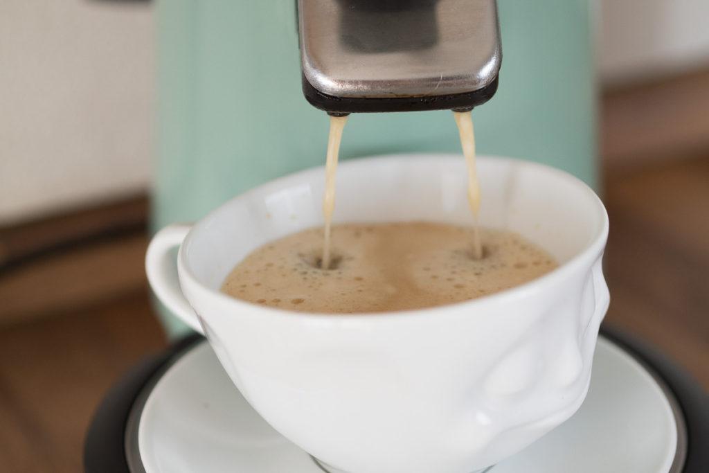 kaffee morgens gesicht tasse