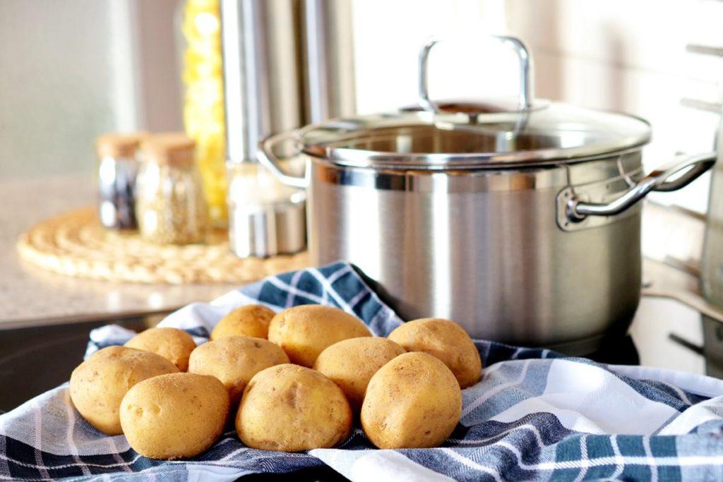 Topf Kartoffeln Kueche Kuechenhelfer