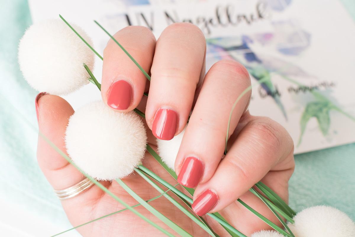 Wochenlang perfekt lackierte Fingernägel - mit UV Nagellack. Das ...