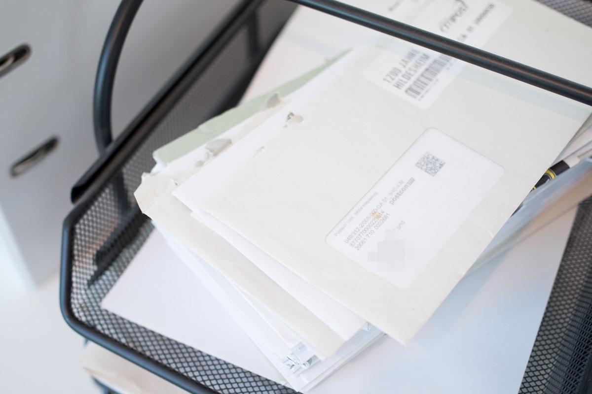 ablage eingang schreibtisch papierchaos