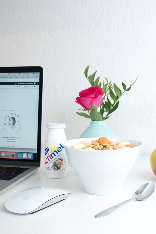 Danone Actimel Fruehstueck home office lifestyle blog vorstadtleben
