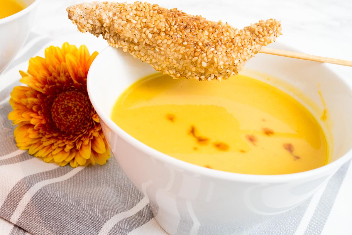 kuerbissuppe mit einlage sesam haehnchensticks
