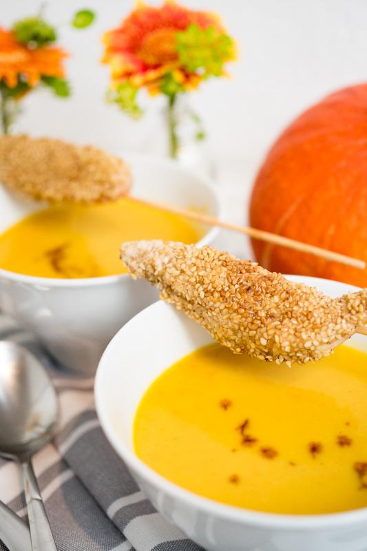 kuerbissuppe mit sesam haehnchensticks rezept herbst