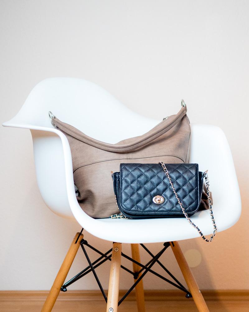 Handtaschen auf den Stuhl