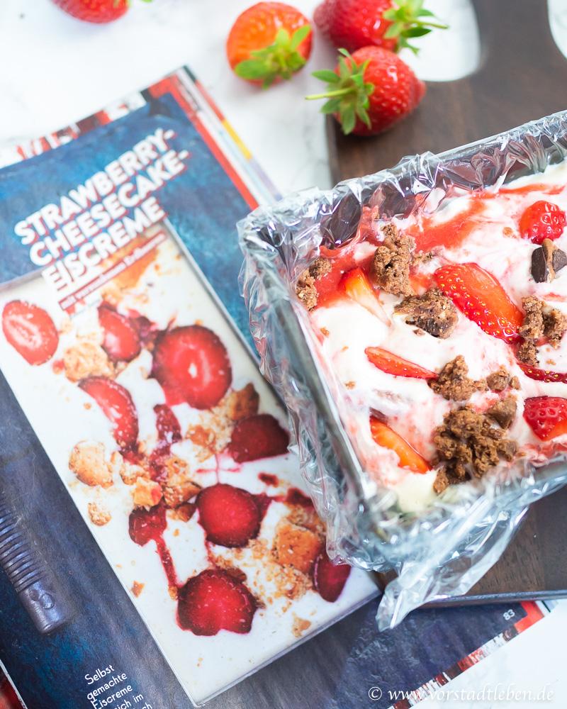 Eis ohne Eismaschine Rezept mit Erdbeeren