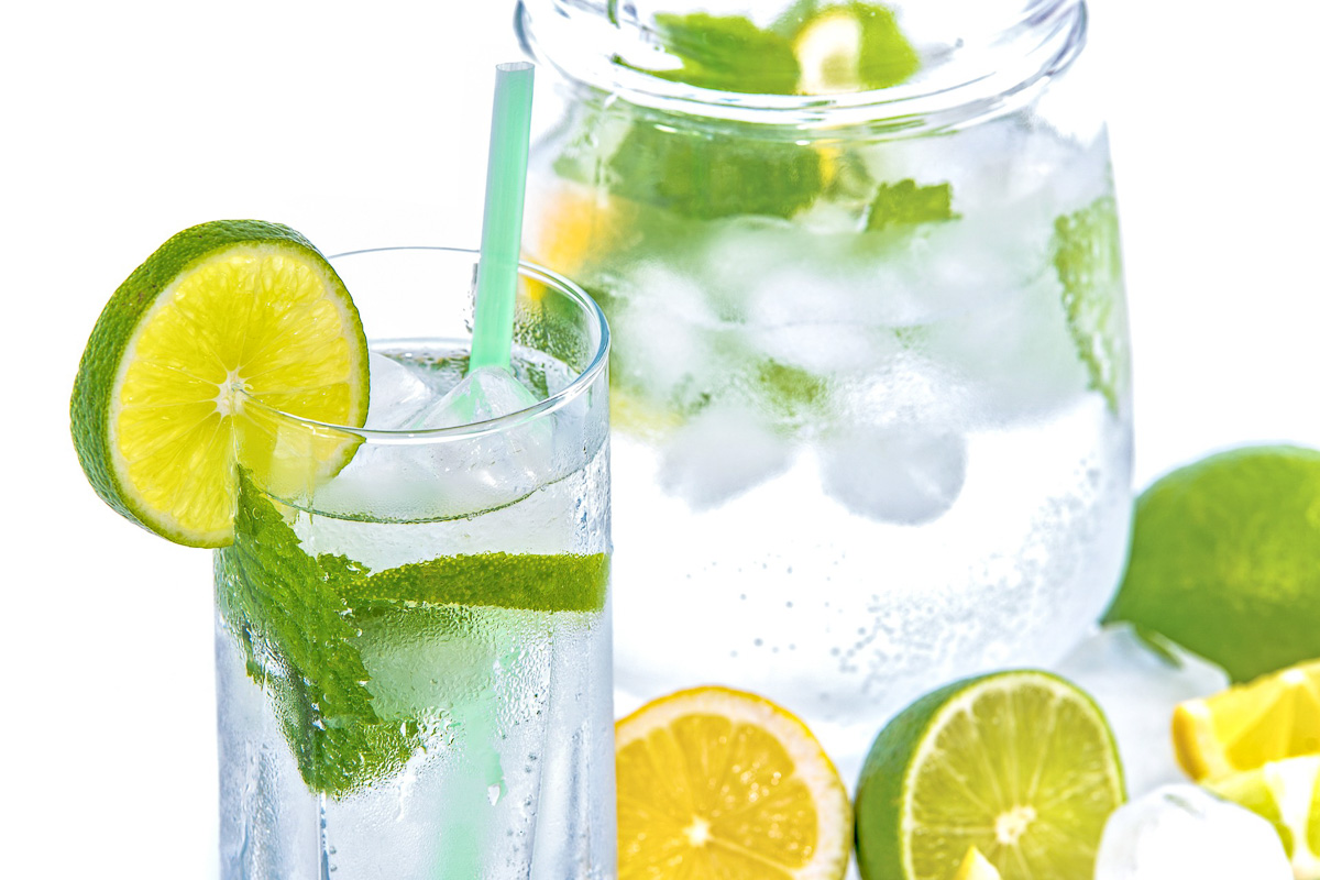 Mineralwasser infused water healthy lifestyle