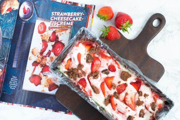 Titelbild Eis ohne Eismaschine Erdbeeren Cookies Eiscreme