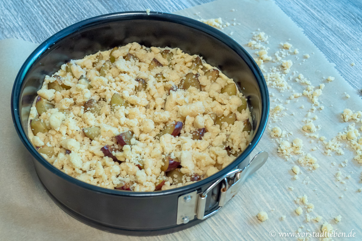 Rezept veganer Zwetschgenkuchen mit Zimtstreuseln