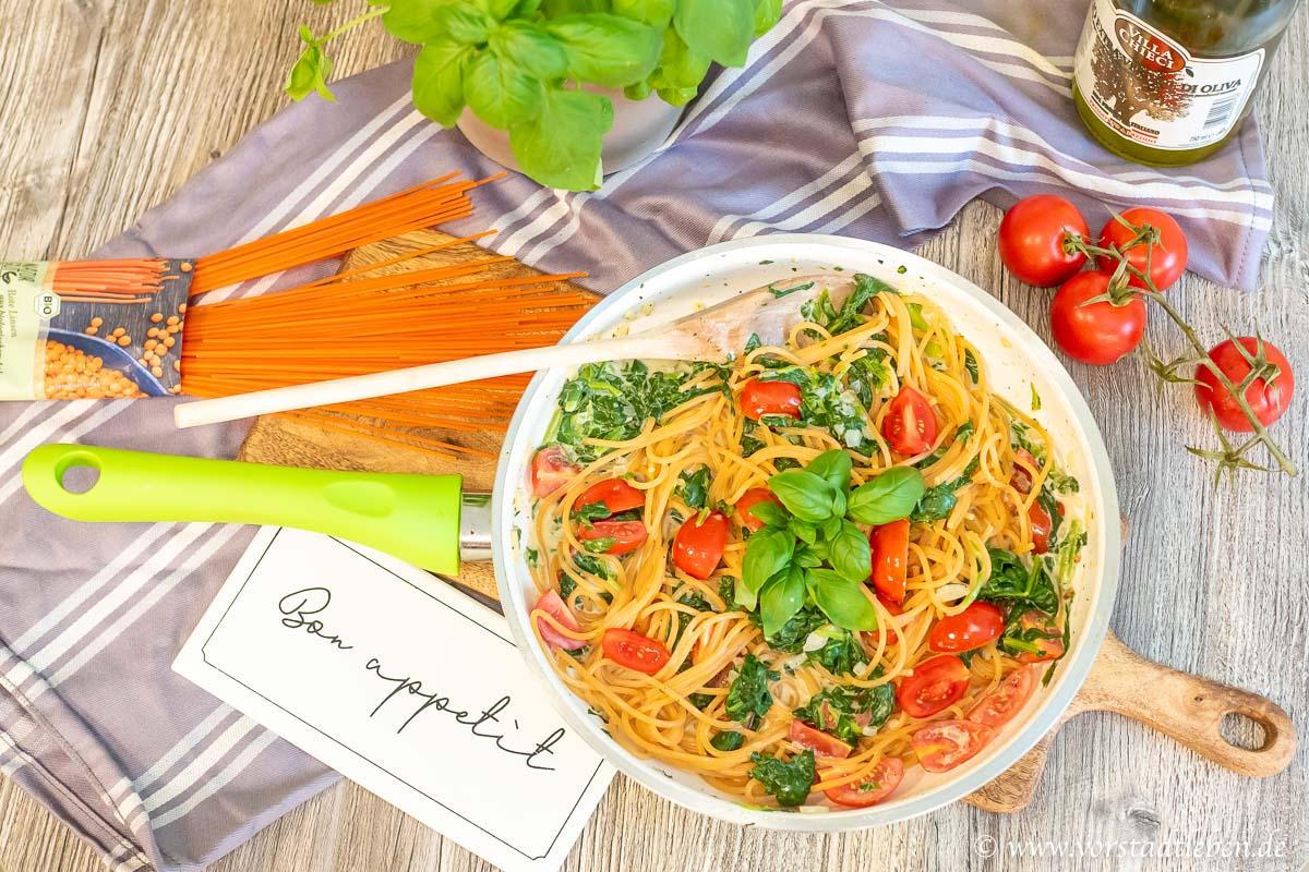 Gesundes Fastfood Linsenspaghetti mit cremiger Pastasosse