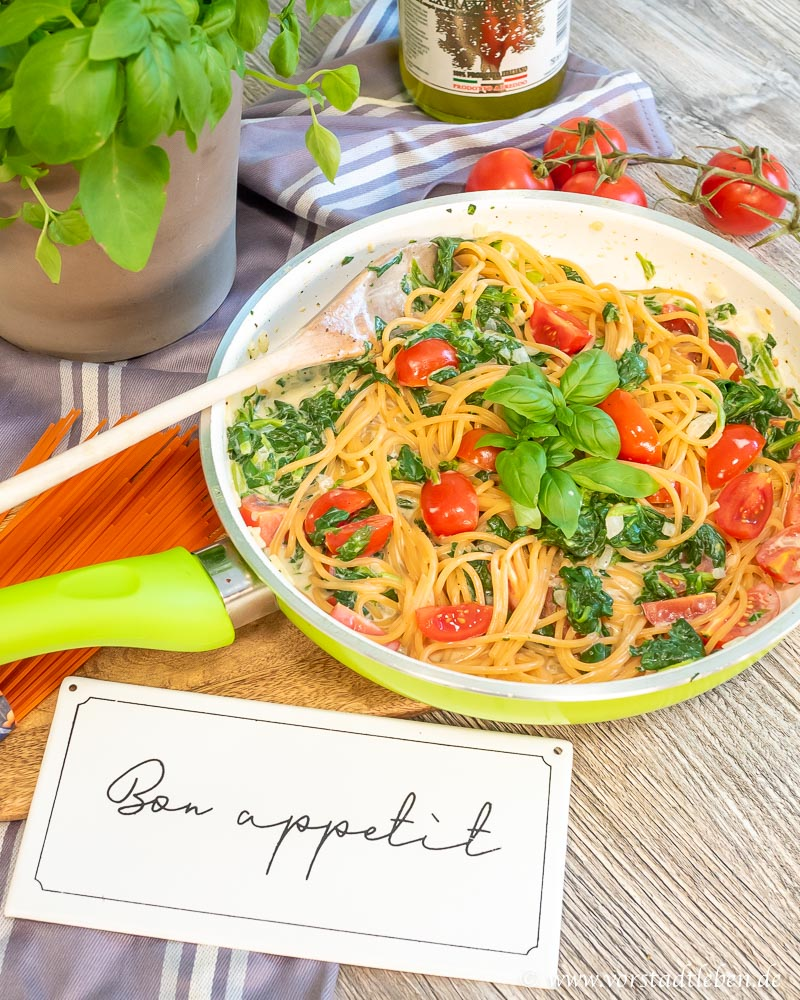 Linsenspaghetti und schnelle pastasosse