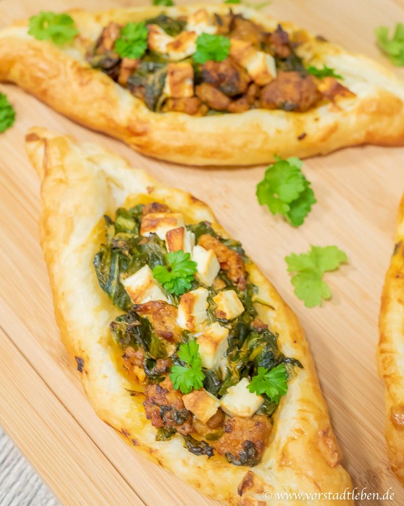 Soulfood Blaetterteigschiffchen mit Hackfleisch und Spinat