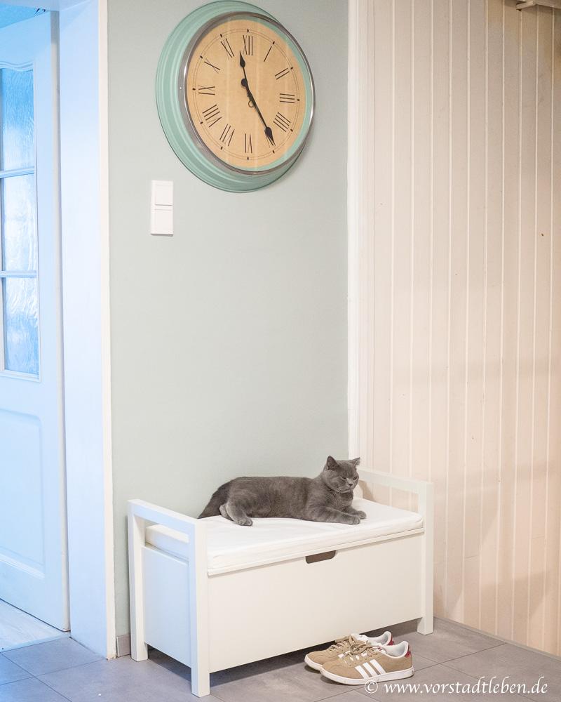 Katzenklo Katzentoilette im Flur Sitzbank