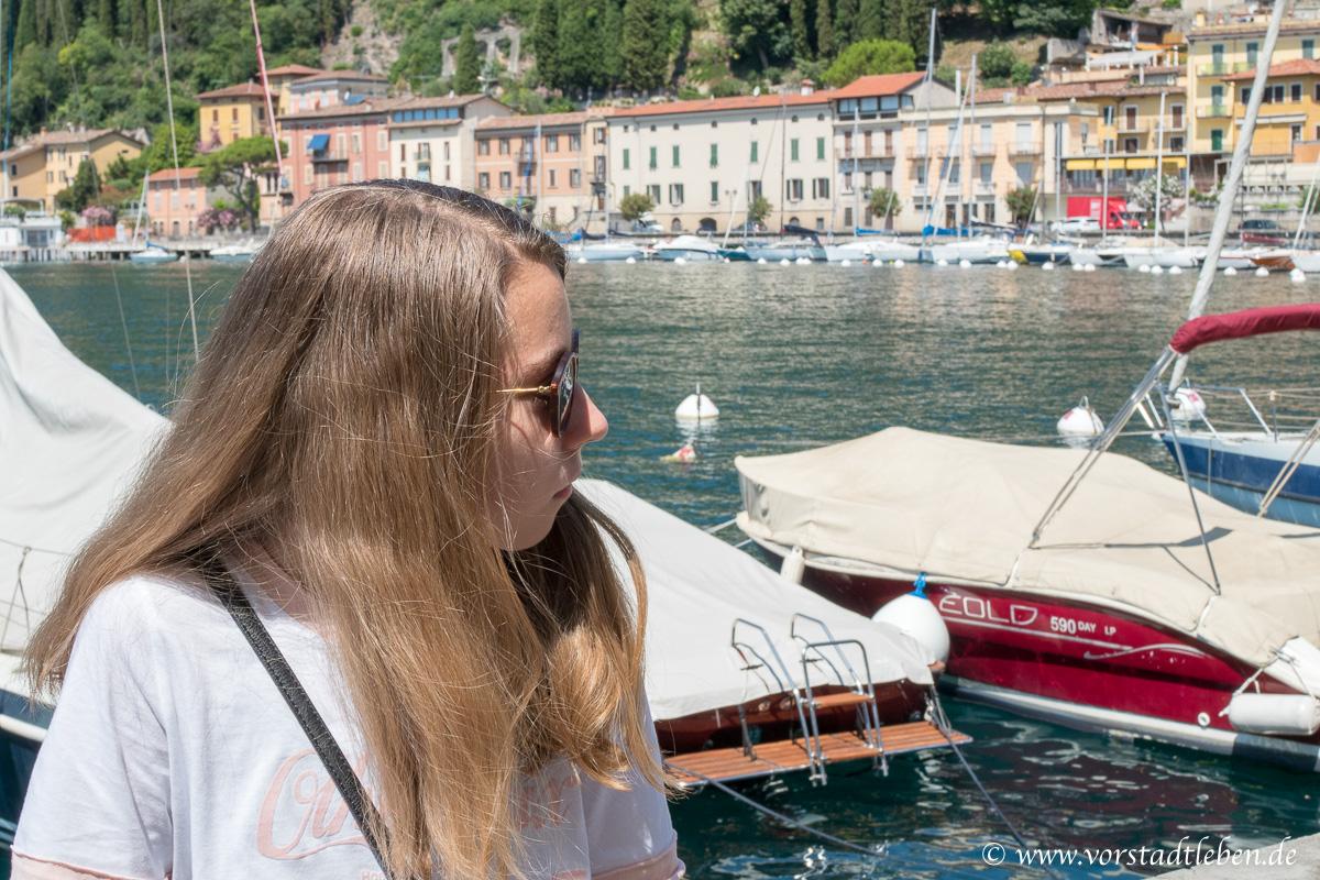 GO Jugendreisen Urlaub ohne Eltern Teenie im Hafen