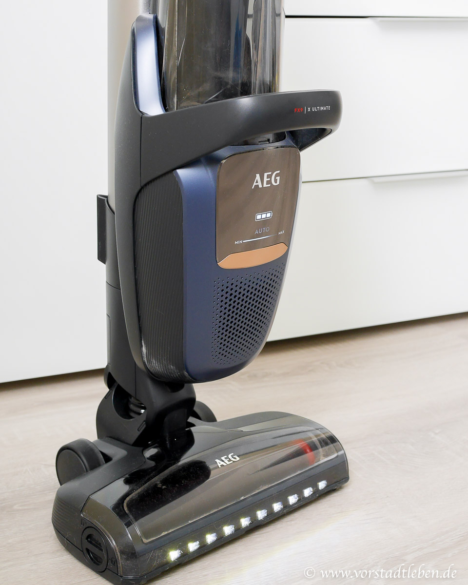AEG Akku Staubsauger FX9-1-IBM  mit Licht