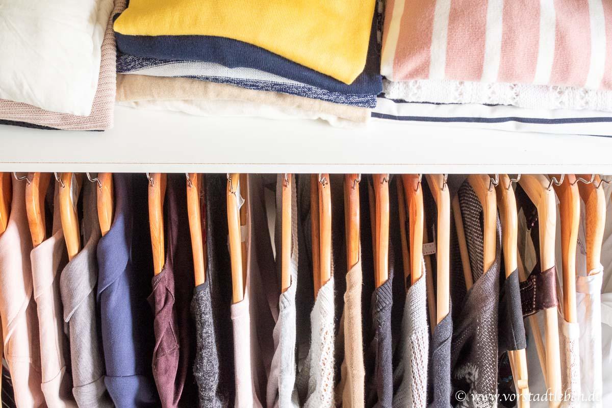 Kleidung im Ankleidezimmer