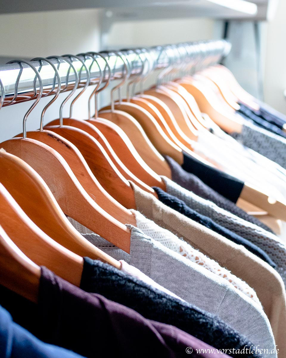 Kleiderstange Ankleidezimmer begehbarer Kleiderschrank