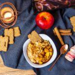 Winterfruehstueck Porridge und Yakult
